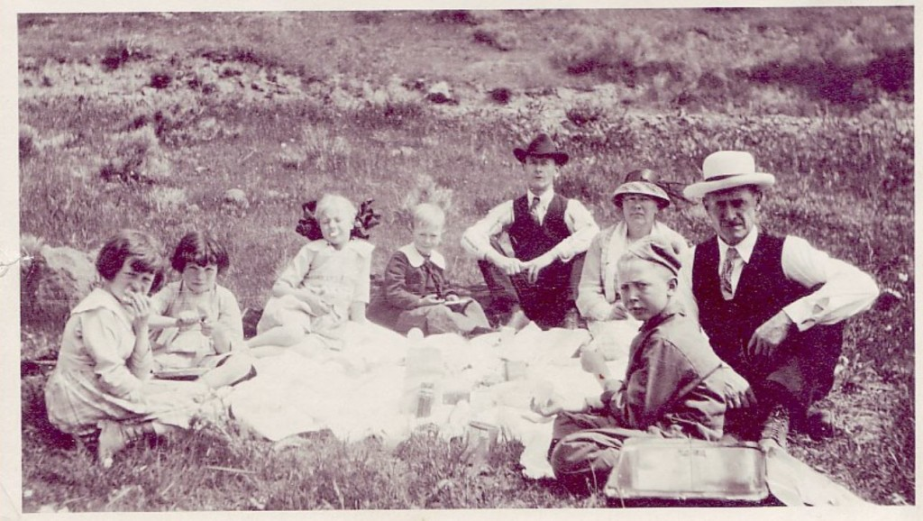 kuhn-family-picnic-undated